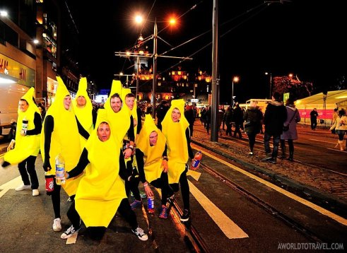 Interesting characters could be seen all over the Street Party. Shaking bananas were ready for the concerts!