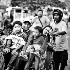 Widnessing a happy family of four in a becak is the norm in Indonesia. Where we come from, unfortunately it would be weird to see something like this (in Yogyakarta)