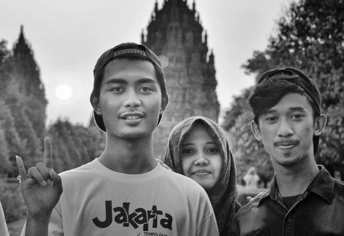 Met so many cool guys at Prambanan temple this afternoon. Take these youngsters for instance. Dunno who was more into picturing the others. Them or us.