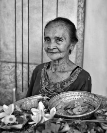 Canang Sari is a daily offering made by Balinese Hindus in temples, houses or the ground. She was the one making them at our latest stop, Gajah Biru Bungalows in Ubud.