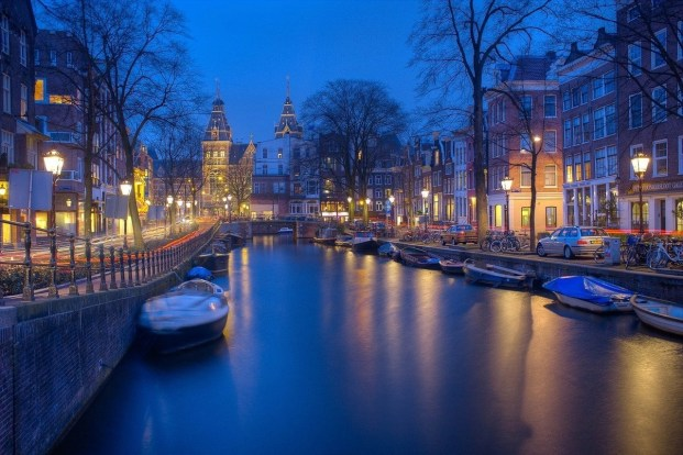 Amsterdam canals at night long exposure - A World to Travel