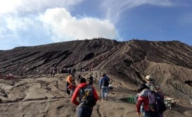 Climbing Mt Bromo crater - Top Things to Do in East Java, Indonesia - A World to Travel