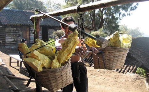 sulfur mining workers Mt Ijen - Top Things to Do in East Java, Indonesia - A World to Travel