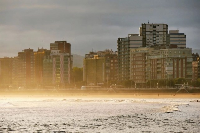 1. San Lorenzo beach at sunrise - Fun Things To Do In Gijon Rain or Shine - A World to Travel (3)