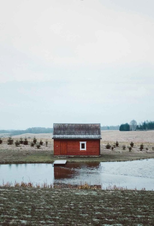Casa roja - Lituania - Road Trip por los Paises Balticos - Mapa Guia Ruta - A World to Travel