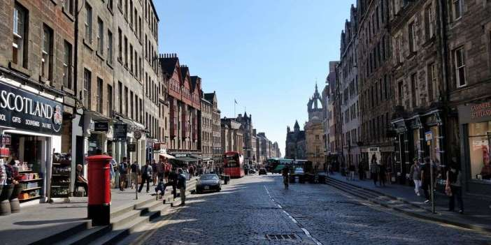Arrival 2 - How To Make The Most Of 2 Days In Edinburgh - A World to Travel
