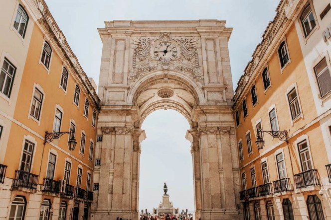 Baixa arch - Things To Do In Lisbon in 72 Hours - A World to Travel