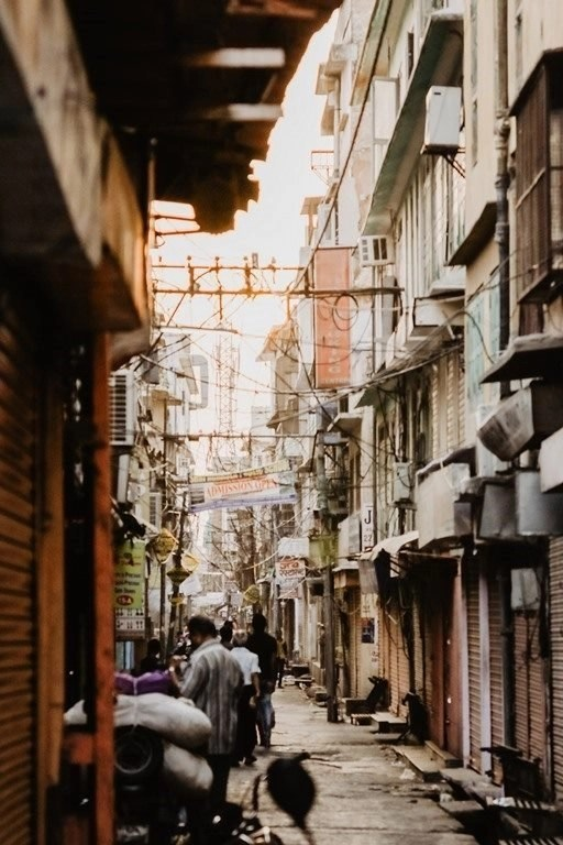 Busy city streets - Fun Budget Things To Do In Jaipur - A Budget Guide To The City - A World to Travel