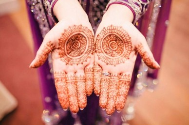 Henna tatoo - Fun Budget Things To Do In Jaipur - A Budget Guide To The City - A World to Travel