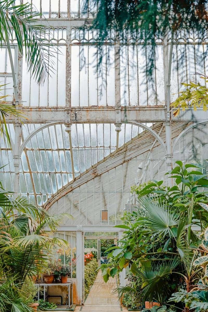 English garden - Inspiring Ideas For Lovely Travel-Themed Gardens - A World to Travel (5)