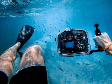 Snorkel photography - How To Take Beautiful Island Pictures - A World to Travel
