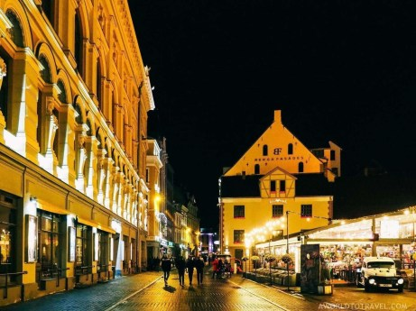 Riga old town at night - What to do in Latvia - A World to Travel (2)
