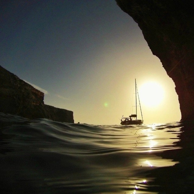 Anchoring in stunning spots is possible while sailing along the coast in the Maltese islands