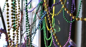 Make your own Mardi Gras Give Me Beads tree. Super easy DIY and frugal!