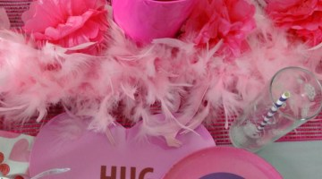 Here's a super cute Valentine Theme to do this year for your Valentine's Party- Owl Be Your Valentine Table Decor Idea
