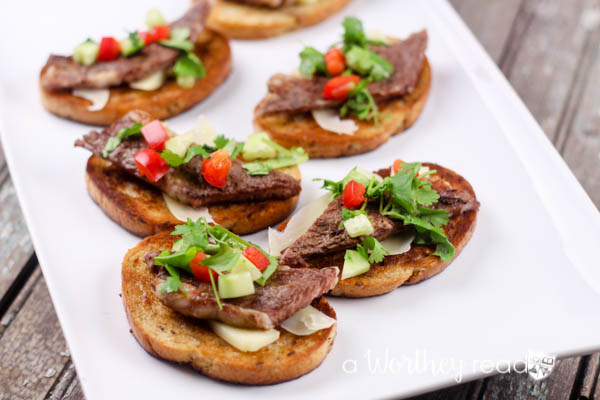 Easy appetizer idea for a dinner party or game day- Angus Steak Bruschetta Appetizers