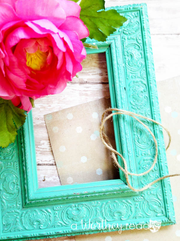 I love upcycle ideas for taking old junk and creating something new. Here's an easy upcycled DIY project to try this weekend. Upcycled Picture Frame Wreath