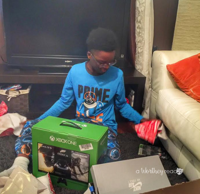 Coming up with cool gift ideas for boys can be challenging, especially teen boys. I put together a list of Christmas gift ideas (with the help from my boys) for tween and teen boys. Check out this Christmas Gift Guide for Boys- 15+ Christmas Gift Ideas for Teen Boys