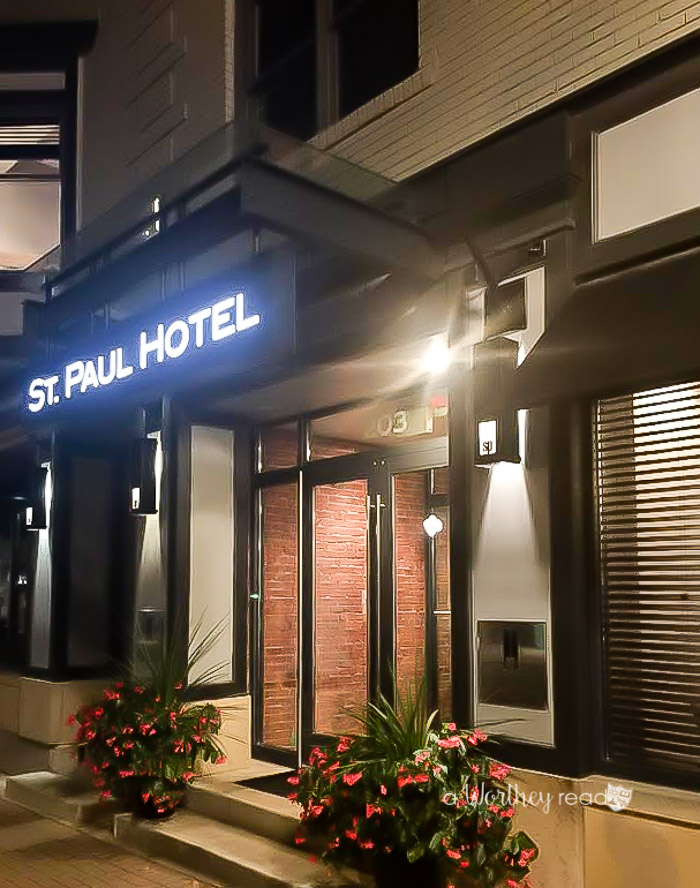 St. Paul Hotel is located in Wooster Ohio. Even in a small town like Wooster, you can find luxury. Read our hotel review about this luxury and modern hotel.