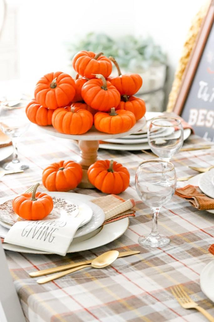 Easy Thanksgiving Tablescape idea