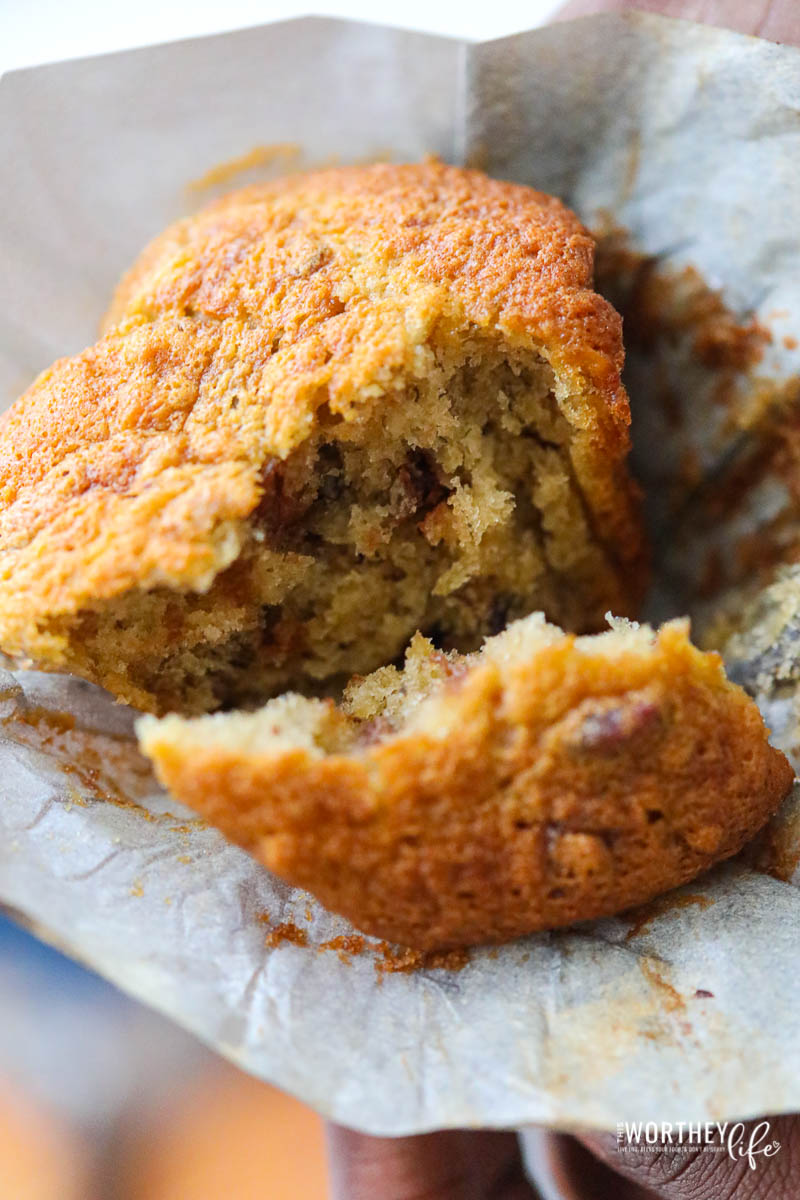 how to make delicious and easy banana bread muffins