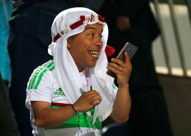 مشجع جزائري تابع المباراة على طريقنه الخاصة