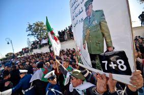 المشيعون أمام قصر الشعب لإلقاء النظرة الأخيرة على الراحل