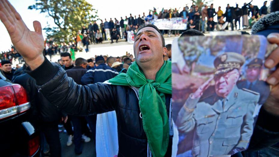 صور مهيبة في جنازة الفريق أحمد قايد صالح