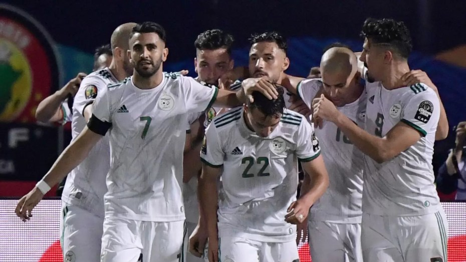 """المنتخب الجزائري سيفقد خدمات محرز وبن ناصر في منافستي الـ""""كان"""" والـ""""مونديال"""" لهذا السبب"""