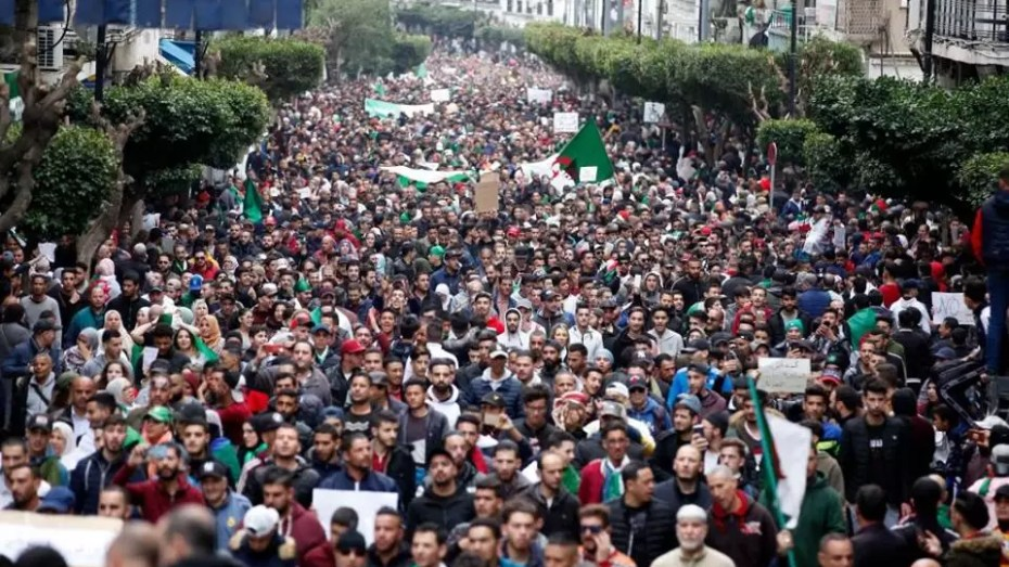 الحراك يُخرج الجزائر من دائرة الاستبداد