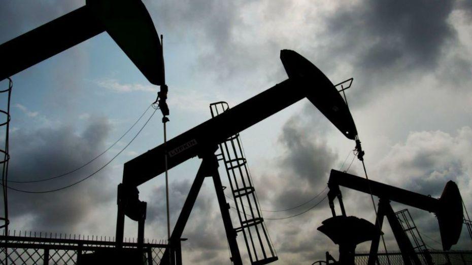 """""""كورونا"""" يواصل تأثيره على النفط"""