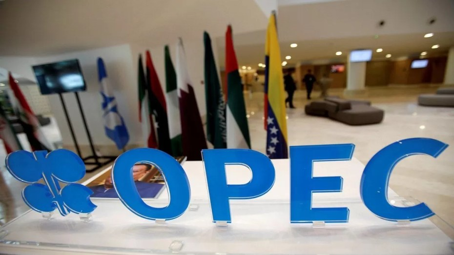 """إنخفاض أسعار النفط قبيل صدور تقرير منظمة """"أوبك"""" اليوم"""
