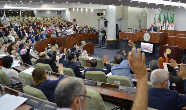 نواب البرلمان بالإجماع على قانون المالية 2021