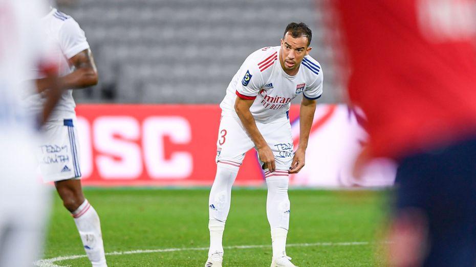نادي ليون الفرنسي يفصل في مستقبل لاعبه الجزائري جمال الدين بن العمري