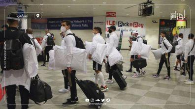 وصول وفد المنتخب الوطني الجزائري إلى مطار هراري