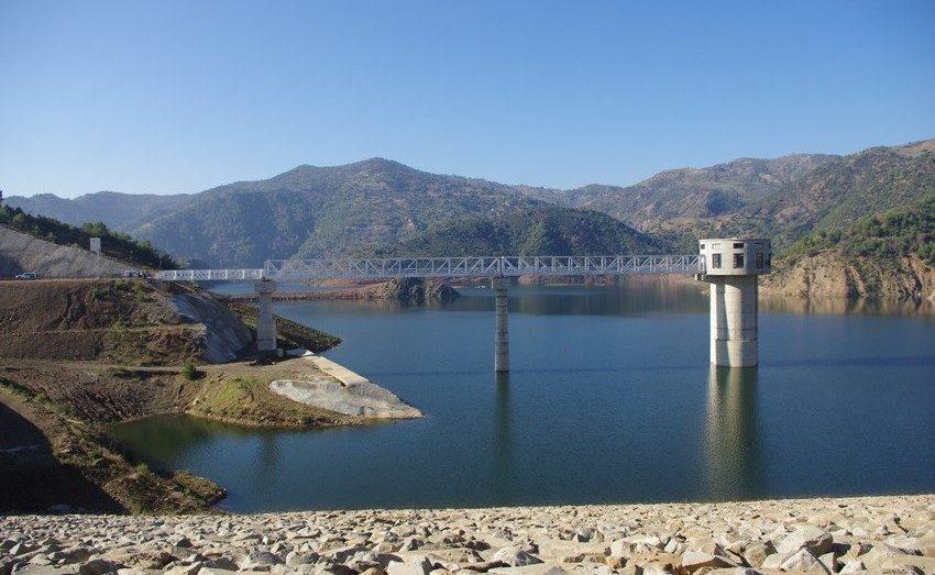 الجزائر تشهد أكبر أزمة مياه منذ 40 سنة وفكّرت في الاستيراد