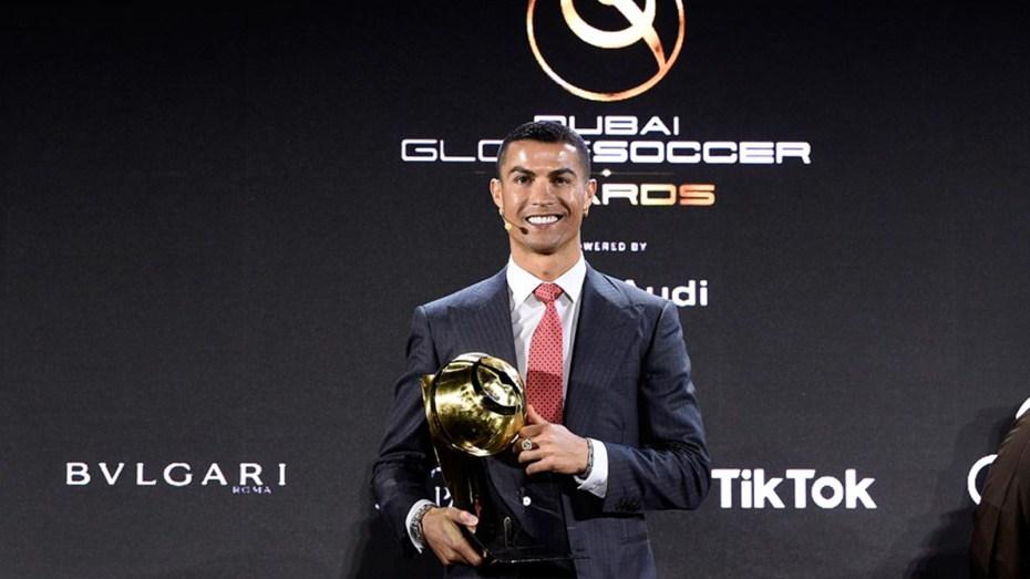 كريستيانو رونالدو يُتوج بجائزة لاعب القرن