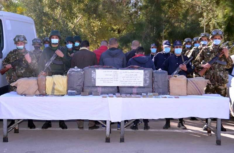 الجيش يدمر مخابئ للجماعات الإرهابية ويوقف عناصر إسناد