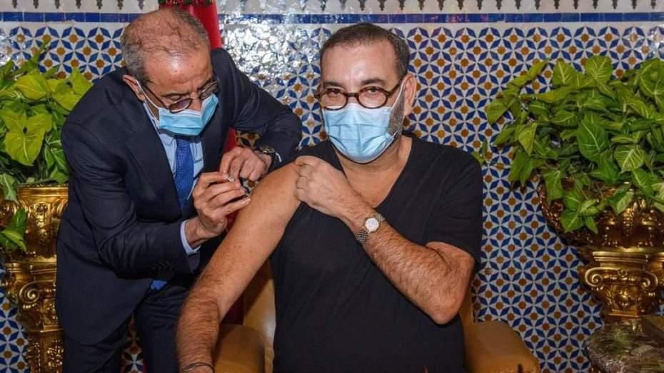العاهل المغربي يتلقى الجرعة الأولى من اللقاح المضاد لكورونا