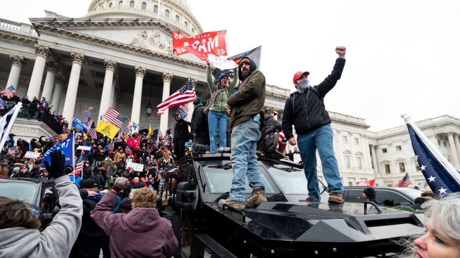 مقتل 4 أشخاص واعتقال 52 في الاحتجاجات الأمريكية