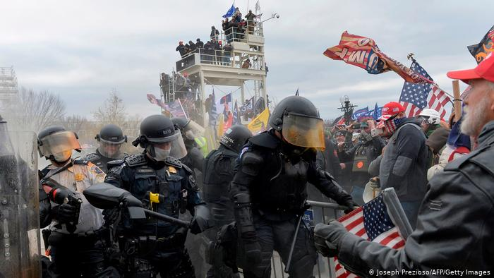 الولايات الأمريكية تتأهّب لمواجهة مظاهرات مسلّحة محتملة