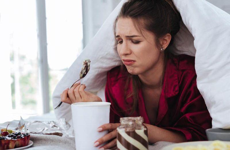 الأكل العاطفي.. تتوتر فتهدئ من روعك به أو تفرح فتكافئ نفسه بك