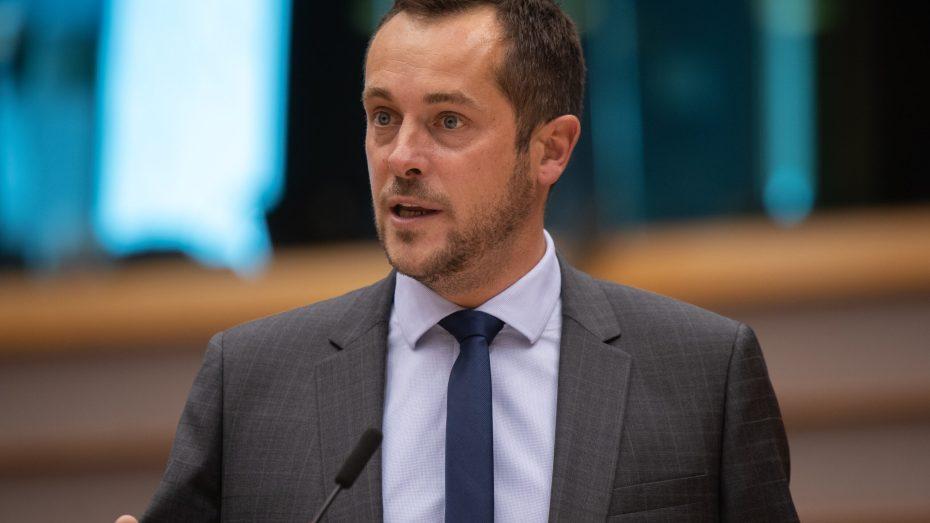 برلماني فرنسي يطلق تصريحات مستفزة.. ويتهم الأفلان بالإرهاب