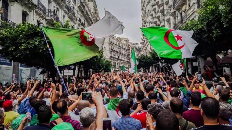 السفارة الأمريكية بالجزائر: واشنطن تدعم مسيرات الحراك الشعبي في الجزائر
