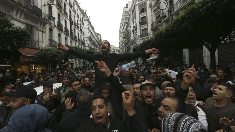 إطلاق سراح مجموعة من المعتقلين من بينهم الصحفي عبد الوكيل بلام