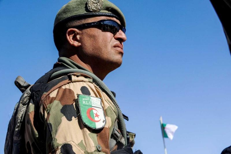 الجيش الجزائري يجري جراحة لدركي موريتاني
