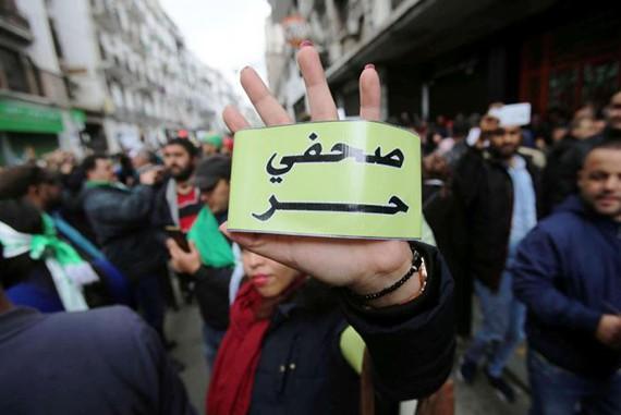 المجلس الوطني للصحفيين الجزائريين يناشد تبون