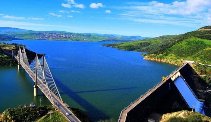 مسؤول بوزارة الموارد المائية يكشف سبب تذبذب تزويد مياه الشرب