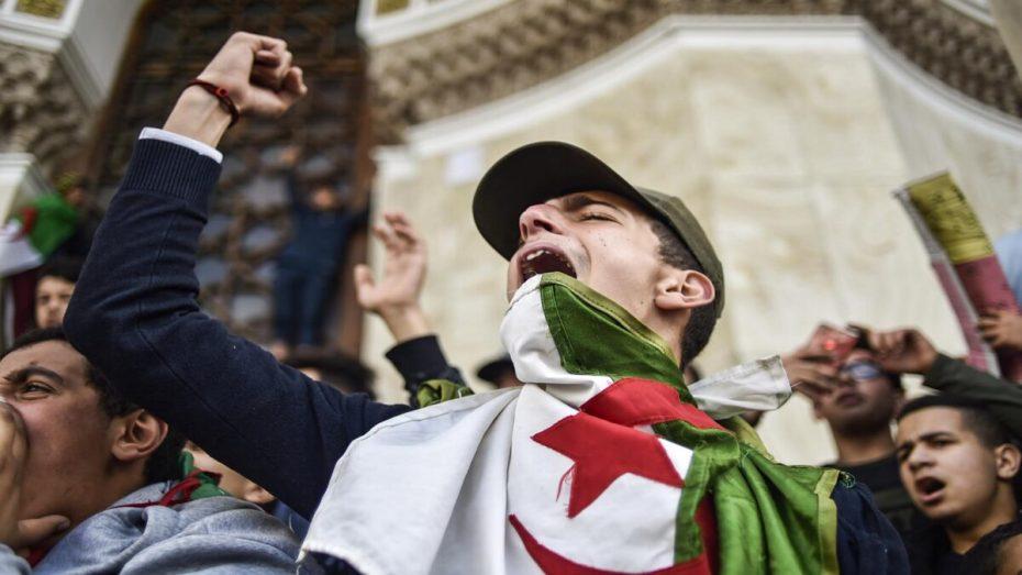 """23 معتقلا يدخلون معركة """"الأمعاء الخاوية"""" بسجن الحراش"""