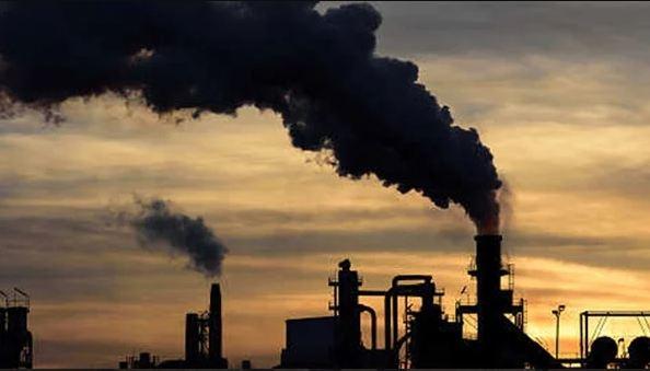 وزارة البيئة تتهم المواطنين والصناعيين بعرقلة برامجها